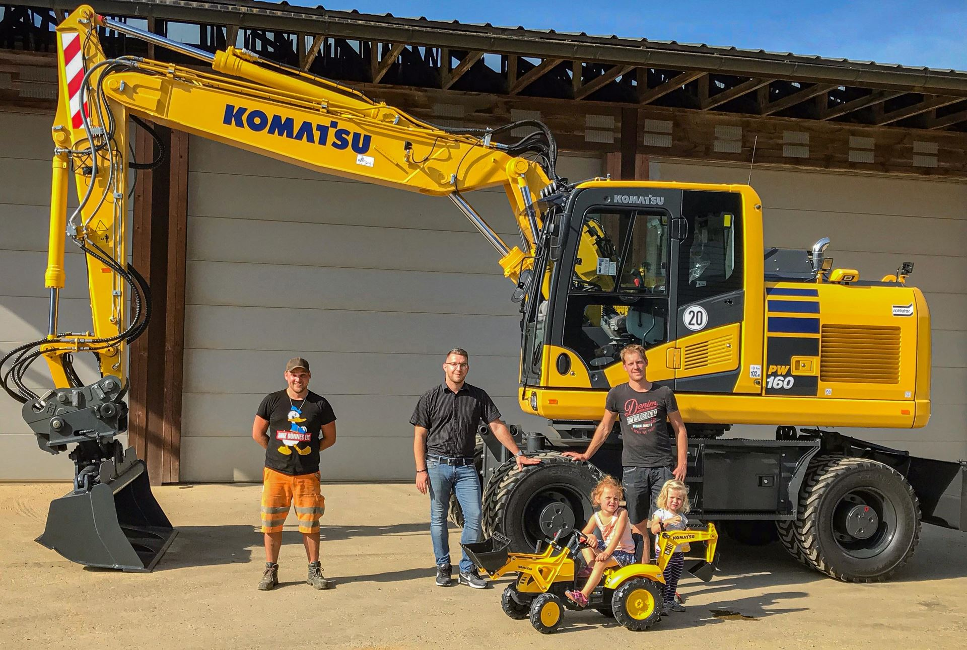 Schlüter for construction equipment supplies two generations with new construction equipment  - 0